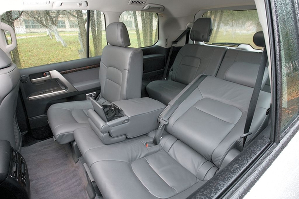 Toyota Land Cruiser 200 фото салона