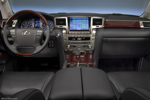 Lexus LX салон фото