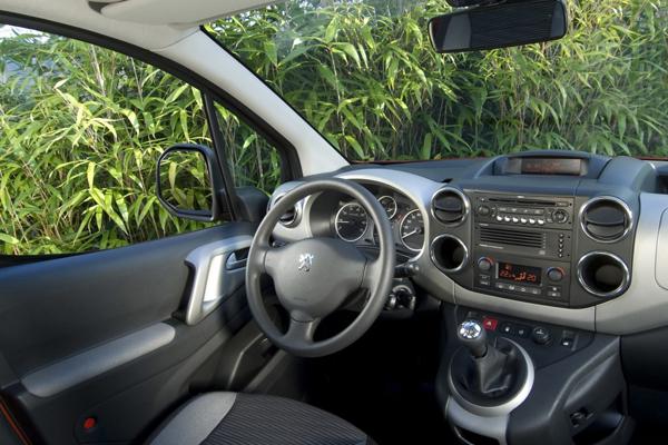 Peugeot Partner минивэн салон фото