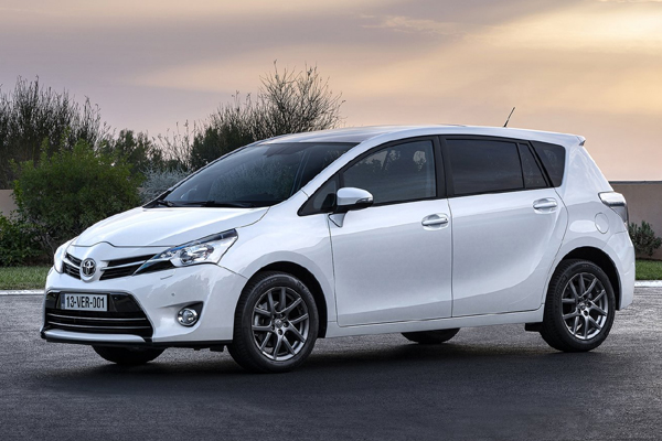 Toyota Verso фото